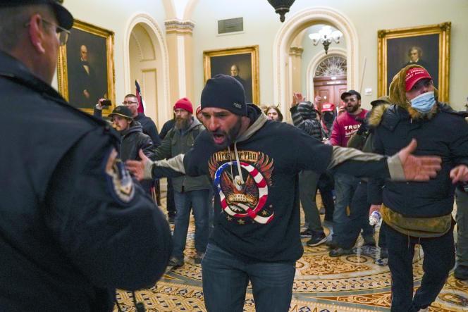 sympathisant QAnon de Trump le 6 janvier 2021 dans le Capitole